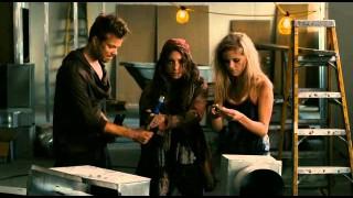 Boldog boldogtalan-Színes, magyarul beszélő, amerikai vígjáték, 2011
